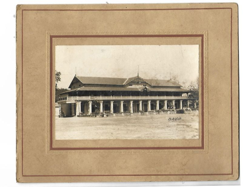 Building in Madras, perhaps the Madras Gymkhana. Original photograph from a private collection in Chennai.