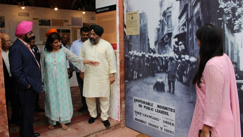 Dignitaries at the exhibits that describe the 'Crawling Order' at the Partition Museum in Amritsar. Twitter@ManjitGK