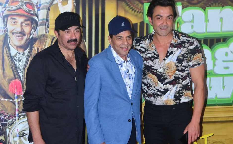 Dharmendra looked dapper in all blue. Bobby brought in the floral charm with his printed shirt while Sunny sported a simple black shirt.