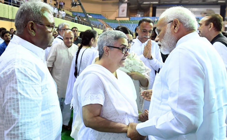 Other than the BJP leaders, including LK Advani,, the ceremony was also attended by Vajpayee's foster daughter, Namita Bhattacharya and his granddaughter Niharika. Modi was seen talking to them after the prayer meeting for Vajpayee concluded. Image courtesy: Twitter@PIB India