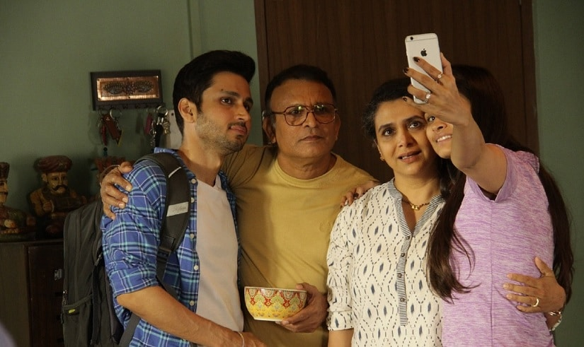 Anmol Parashar, Annu Kapoor, Supriya Pilgaonkar and Chetna Pande in a still from Home