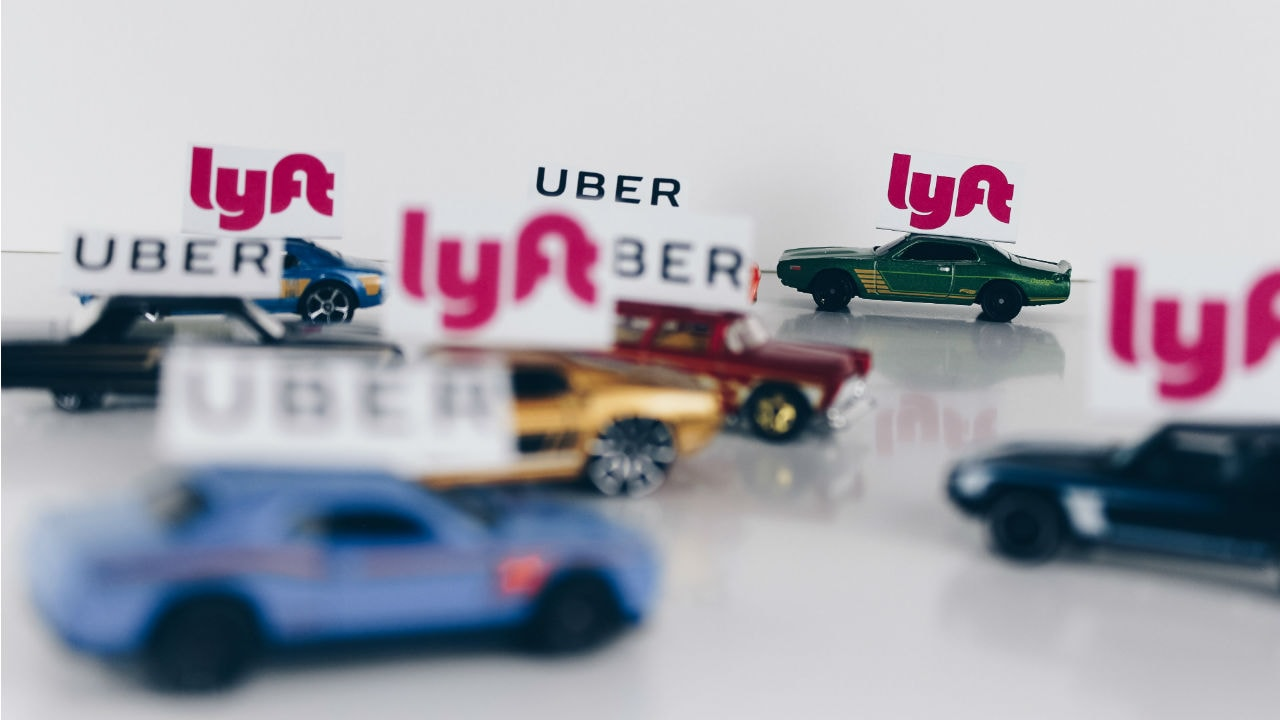 New York votes to limit Uber and Lyft cars and set a minimum wage for drivers