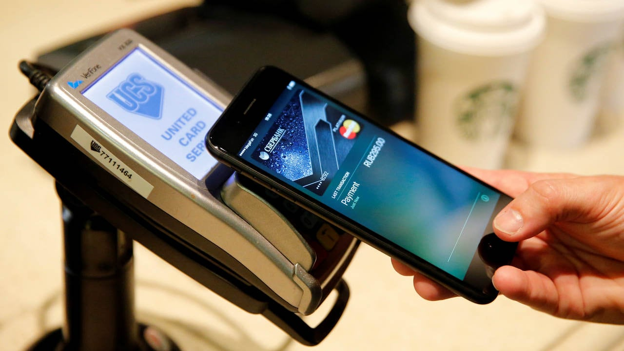 A man uses an iPhone 7 smartphone to demonstrate the mobile payment service Apple Pay at a cafe in Moscow, Russia, October 3, 2016. Picture taken October 3, 2016. Image: Reuters