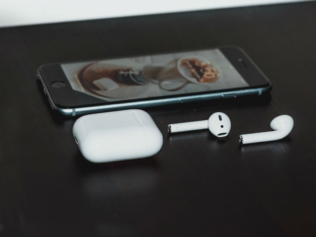 Apple will be selling headphone dongles with new iPhones for  separately