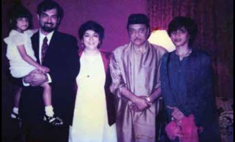 Dr Bhupen Hazarika and Kalpana Lajmi with her brother Capt Devdas Lajmi, his wife Joanna Lajmi and their daughter Simran Lajmi after Dr Hazarika's performance in London in 2000.