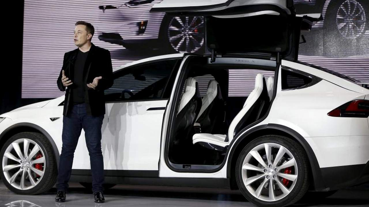 FILE PHOTO: Tesla Motors CEO Elon Musk introduces the falcon wing door on the Model X electric sports-utility vehicles during a presentation in Fremont, California, U.S. September 29, 2015. REUTERS/Stephen Lam/File Photo