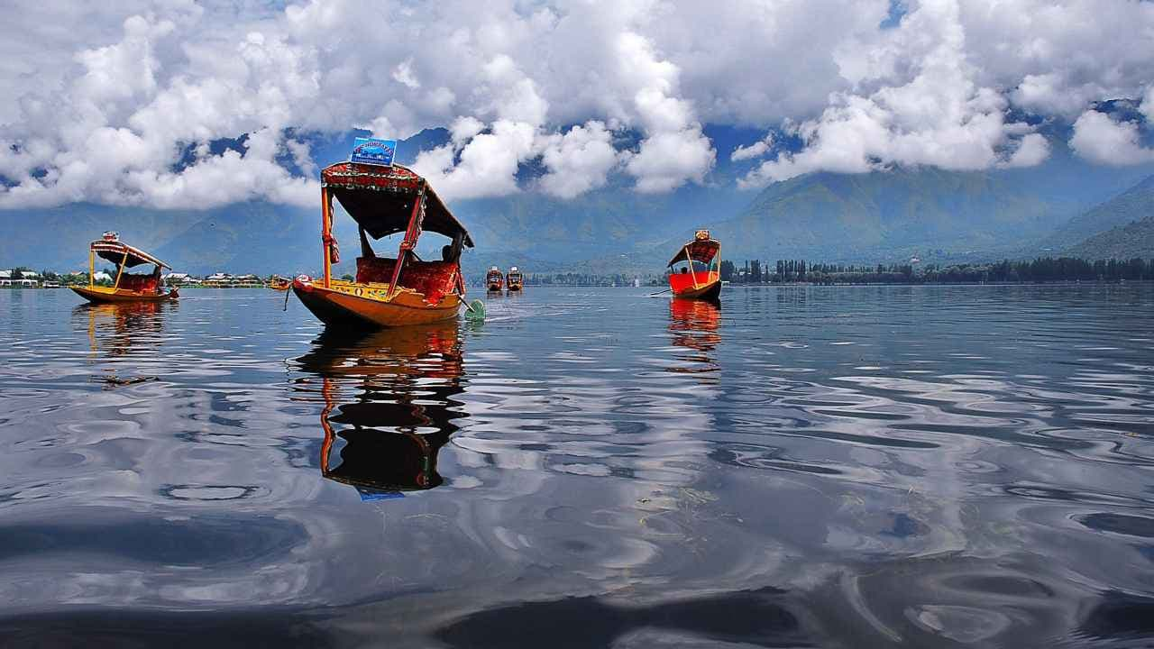 The Dal Lake in Kashmir. Wikimedia Commons/Basharat Shah