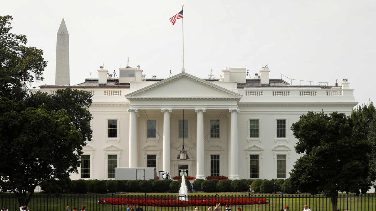 The U.S. flag flies at full staff less than 48 hours after John McCain's death over the White House in Washington, U.S., August 27, 2018. REUTERS/Kevin Lamarque - RC1AA5C44370
