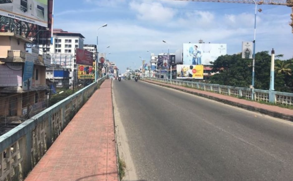 In Kochi, the Bharat Bandh turned into a 12-hour hartal, with a near-complete shutdown. Roads mainly saw two-wheelers plying. The Congress held protests at many locations and minoraltercations were also reported. Image Courtesy: Sudeep Sebastian/101Reporters