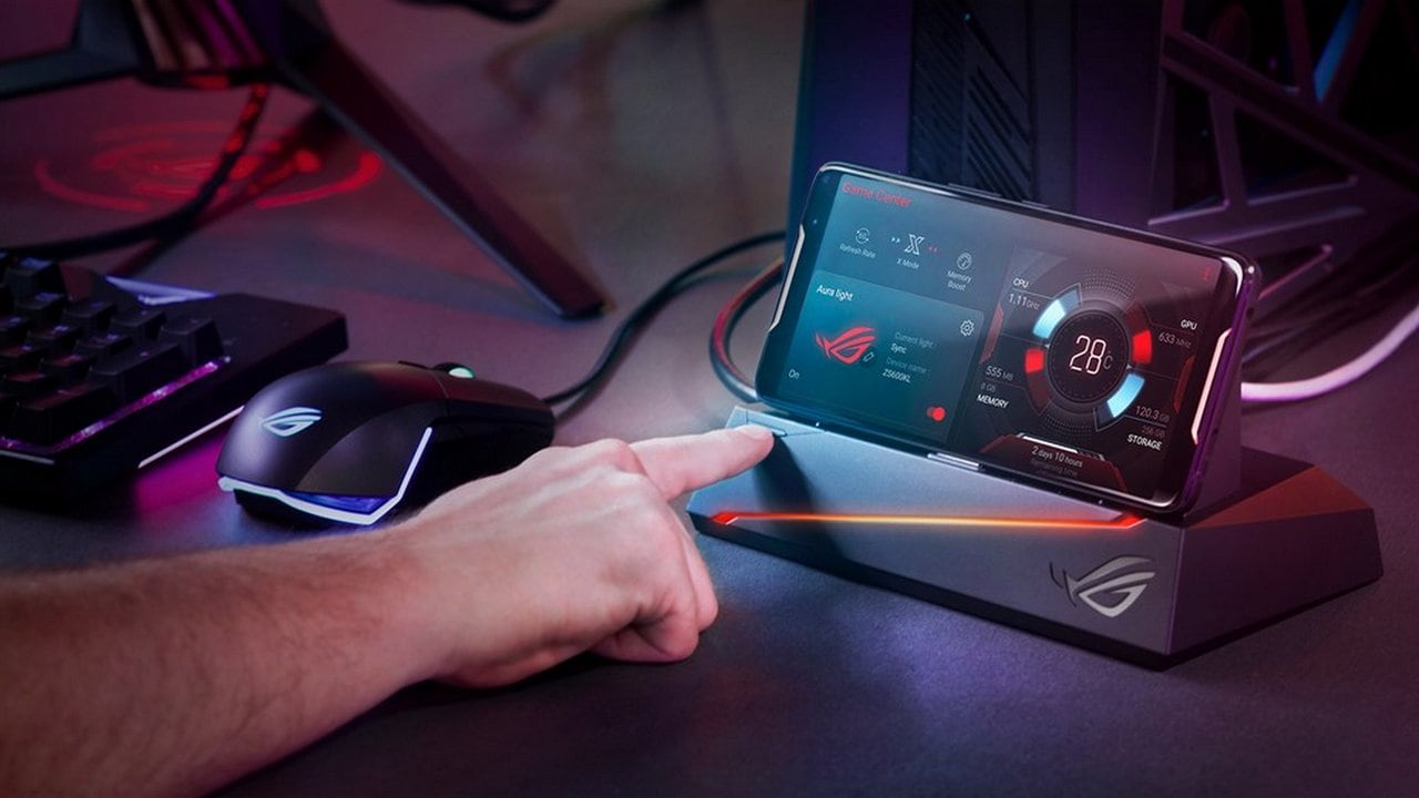 Asus ROG phone connected to the Mobile Desktop Dock. Image: Asus