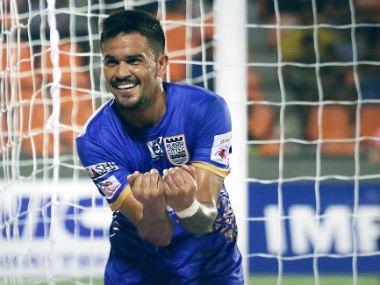 Mumbai City's Rafael Bastos celebrates after scoring against FC Pune City. Image Courtesy: Twitter @MumbaiCityFC