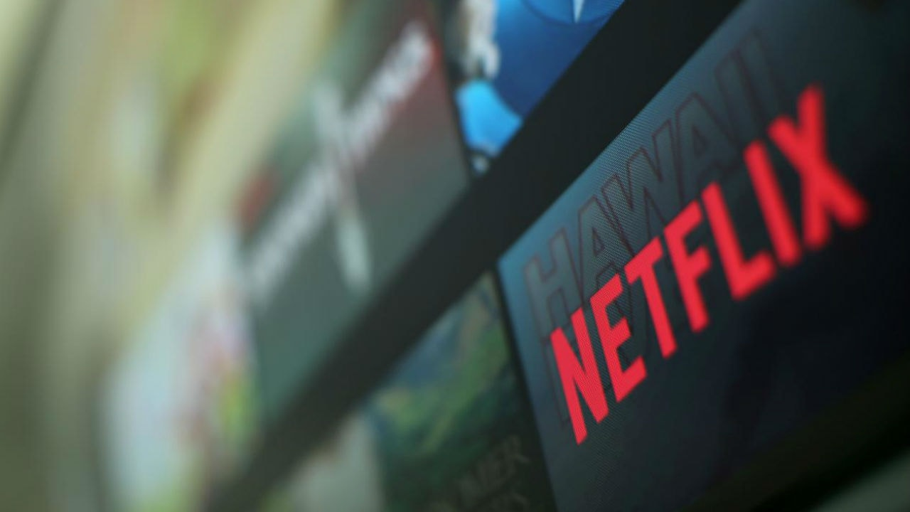 Netflix shares soar 11 percent as it racks up 7 million subscribers