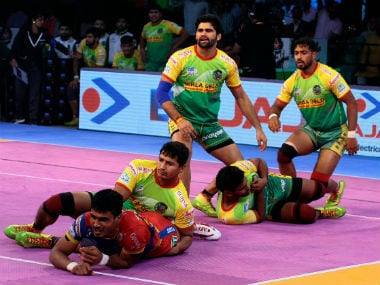 Patna Pirates and Bengal Warriors lock horns in a crucial Zone B clash. Image Courtesy: PKL