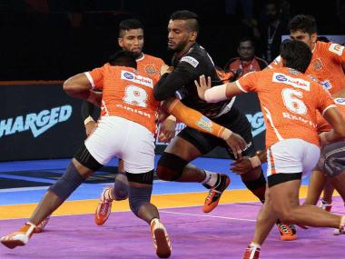 Puneri Paltan and U Mumba players in action. PKL