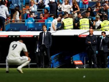Soccer Football - La Liga Santander - Real Madrid v Levante - Santiago Bernabeu, Madrid, Spain - October 20, 2018 Real Madrid coach Julen Lopetegui looks dejected REUTERS/Susana Vera - RC118D226100