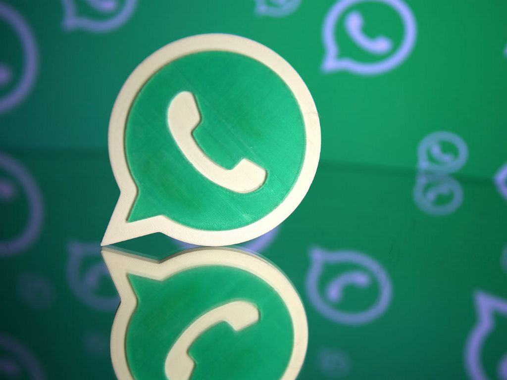 WhatsApp spotted testing a reverse image search feature to tackle fake news