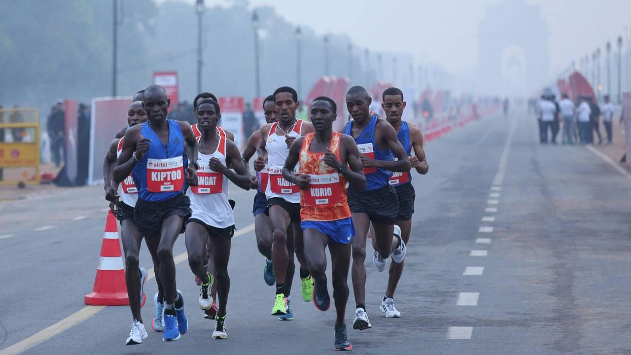 Despite growing smog and doctors warnings thousands run global marathon in Delhi