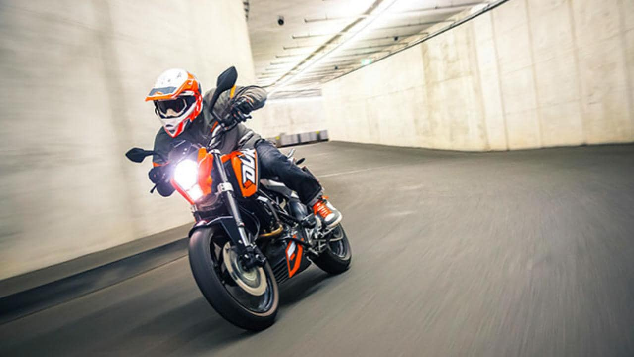 2018 ktm 125 duke abs with 15 ps engine launched in india. Black Bedroom Furniture Sets. Home Design Ideas