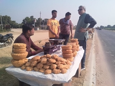 The author interacts with a jaggery-seller in Madhya Pradesh. Firstpost/Hari Om