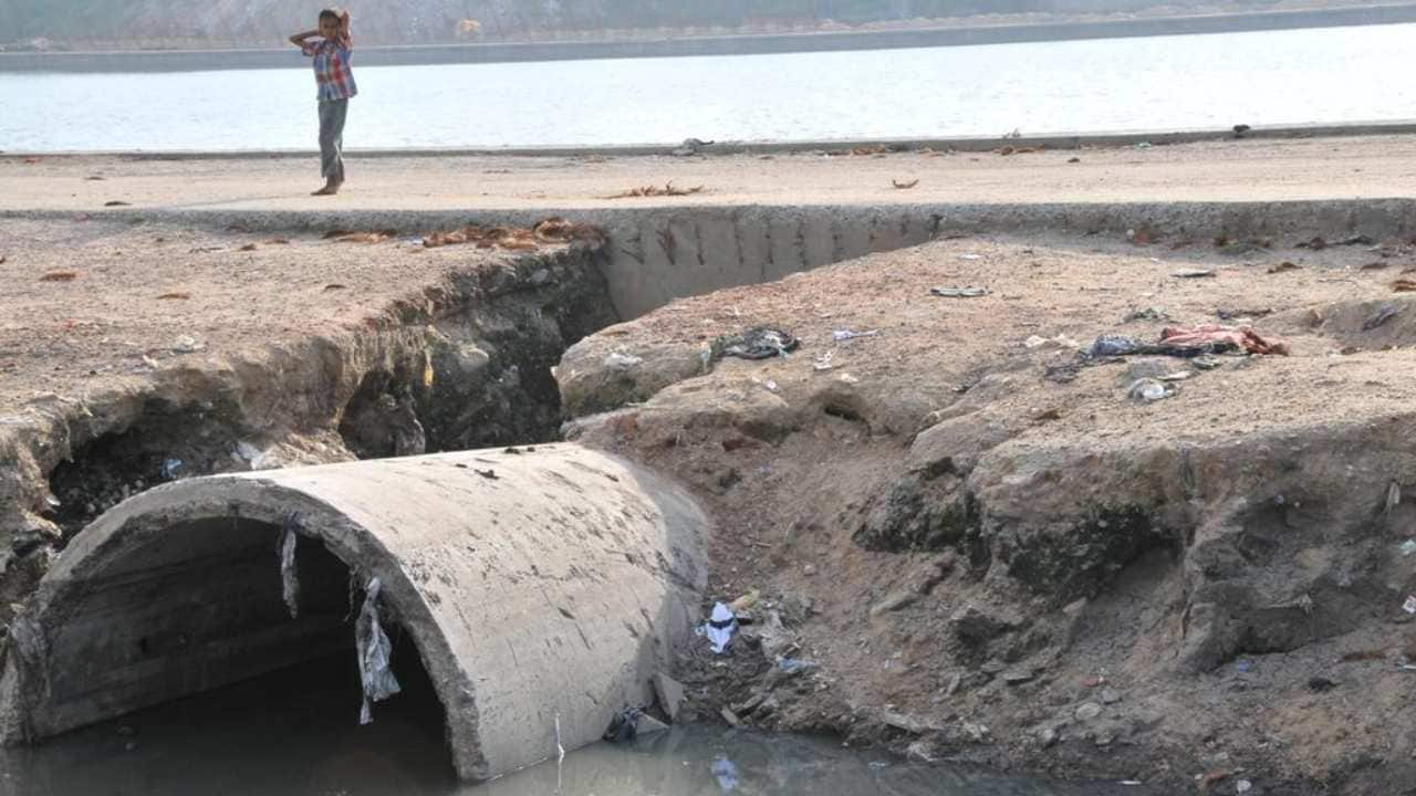 Current piped sewerage systems do not treat sewage but merely move it elsewhere, —often, into the closest open water body. Image courtesy: Meeta Ahlawat