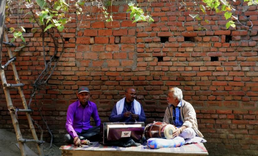 Gopal Maurya (middle) and troupe from Buxar, Bihar. All images courtesy of the author.