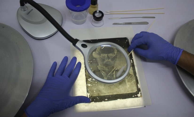 Cleaning of a glass plate negative at the Film Heritage Archive
