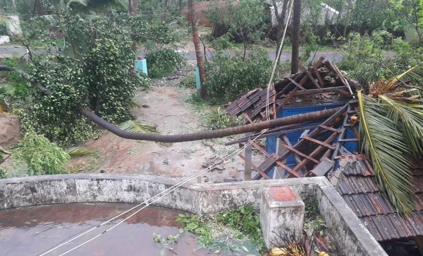 Cyclone damages homes, kills 11 in southern India