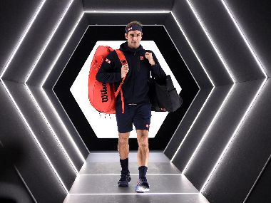 Paris Masters: Roger Federer beats Fabio Fognini in pre-quarters to go within three wins of 100th career title