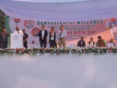 Union home minister Rajnath Singh shares stage with Assam minister Himanta Biswa Sarma while campaining for the BJP at Mamit district in Mizoram. Image courtesy Biswa Kalyan Purkayastha