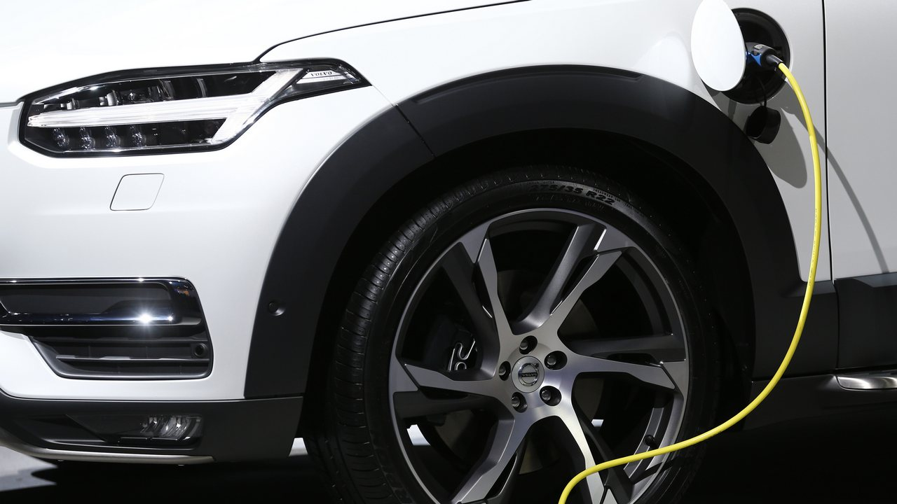 Volvo To Emble The Xc 90 Plug In Hybrid Suv India Starting Next Year
