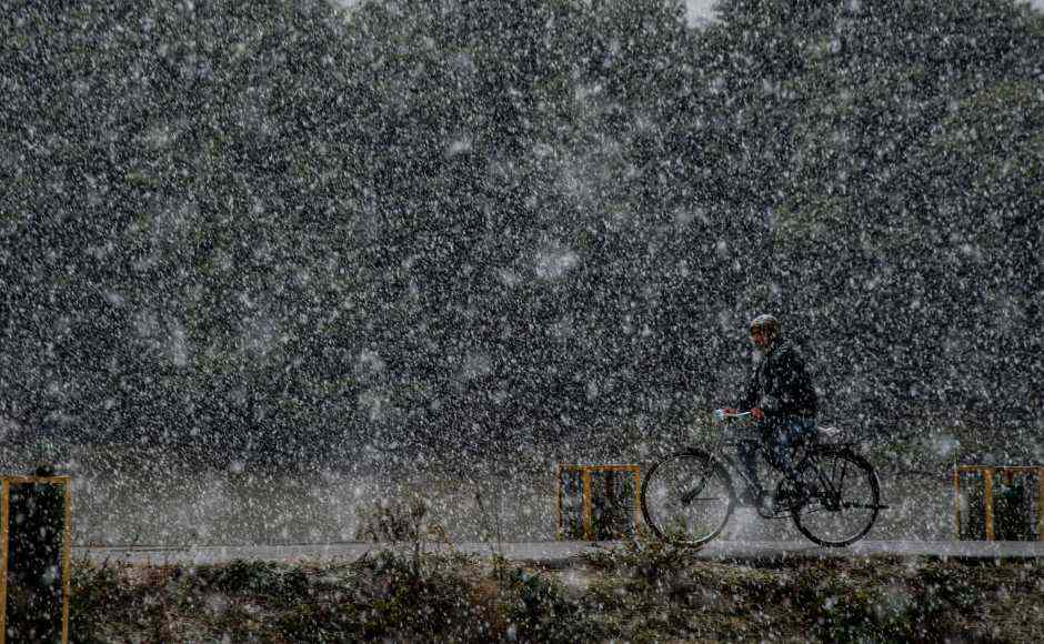 Kashmir experiences season's first snowfall; maximum temperature in Valley at least 10 degrees below normal