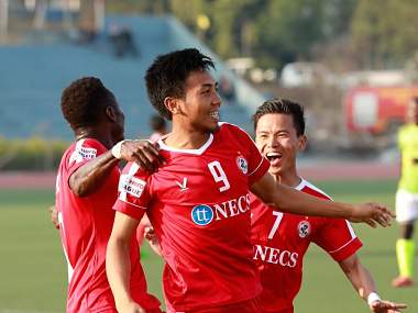 Aizwal FC players celebrate after scoring against Gokulam Kerala FC. Image Courtesy: Twitter @ILeagueOfficial