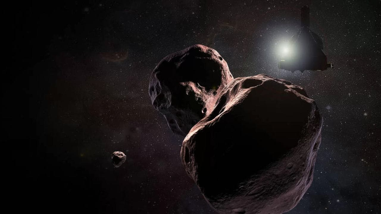 Artist's concept of the close encounter between New Horizons and the oddly-shaped Ultima Thule. Image: NASA