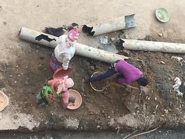 Construction workers in Telangana. 101Reporters/Mahesh Bacham