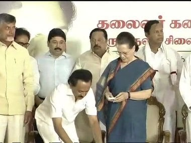 Sonia Gandhi at the unveiling of the statue of M Karunanidhi. Image courtesy: Twitter/@ANI