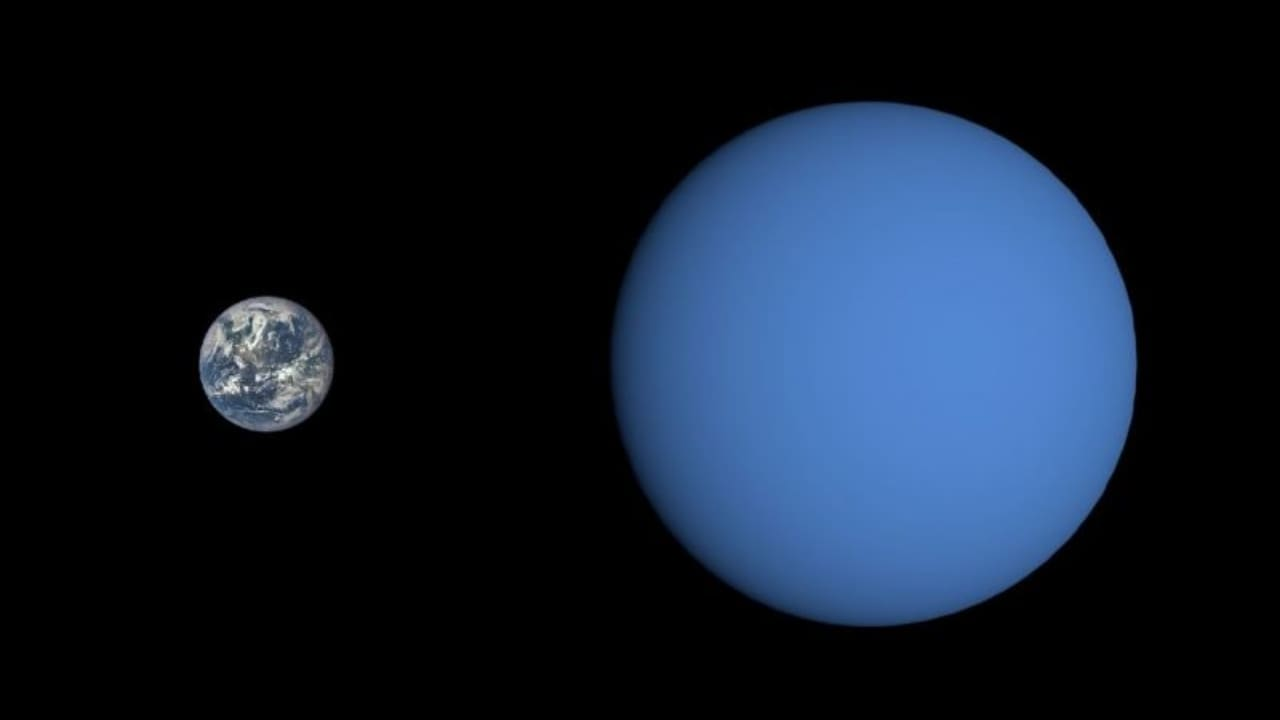 The Earth and GJ 3470b in a side-by-side comparison. Image: NASA/JPL