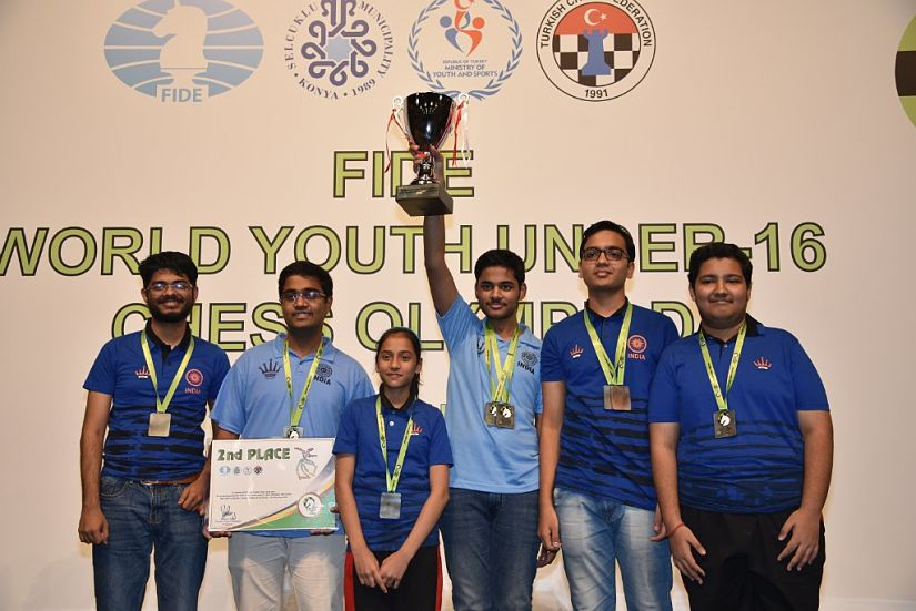 The Indian team with its non-playing captain, GM Narayanan Srinath (extreme left). Image courtesy: wyco2018.tsf.org.tr