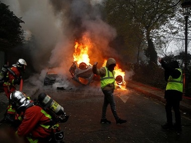 France yellow vest protests: Police fire tear gas, assemble water cannons to disperse demonstrators