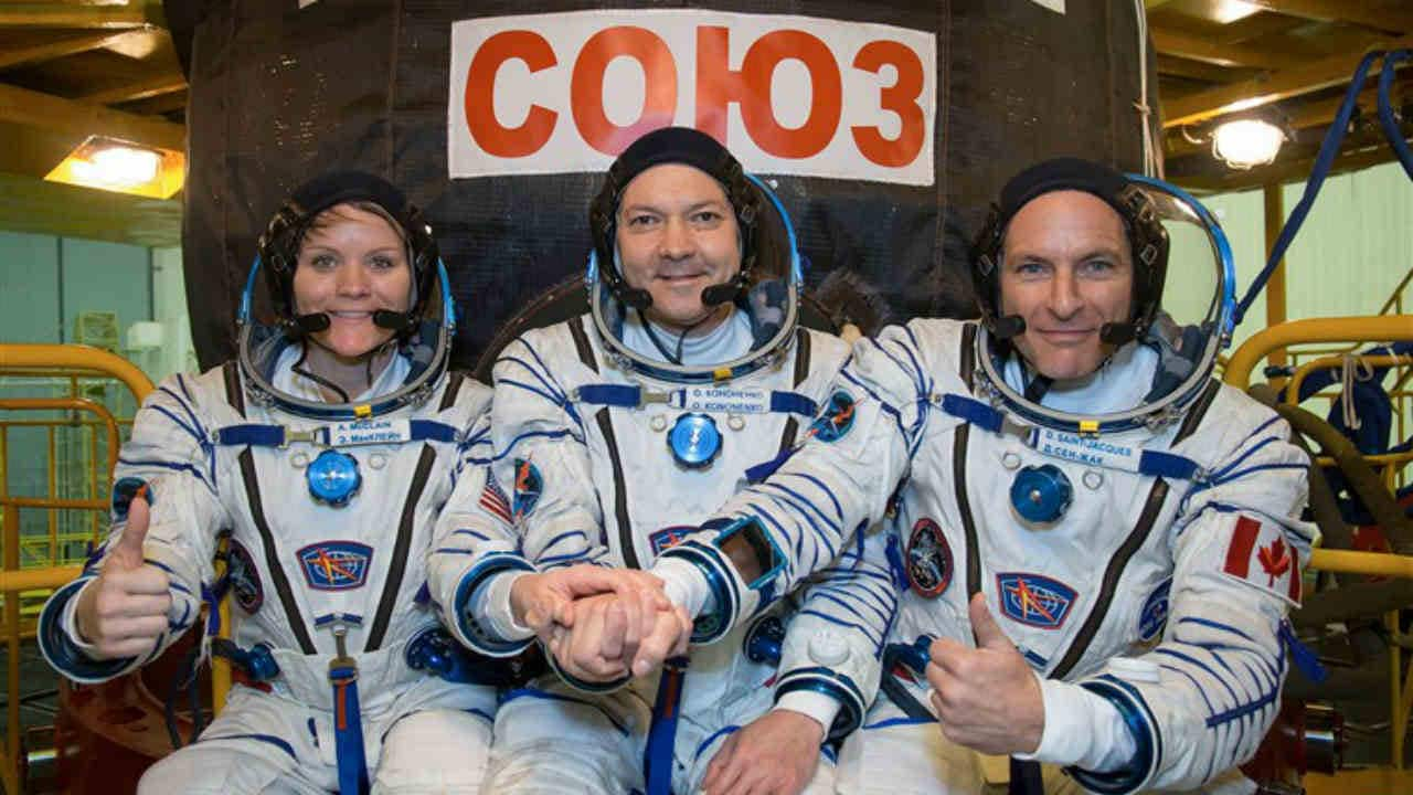 NASA astronaut Anne McClane (left), Russian Cosmonaut Oleg Connenco (center) and Canadian Space Agency (right) David St-Jacques stood in front of their SUUUS MS-11 spacecraft. Image: NASA