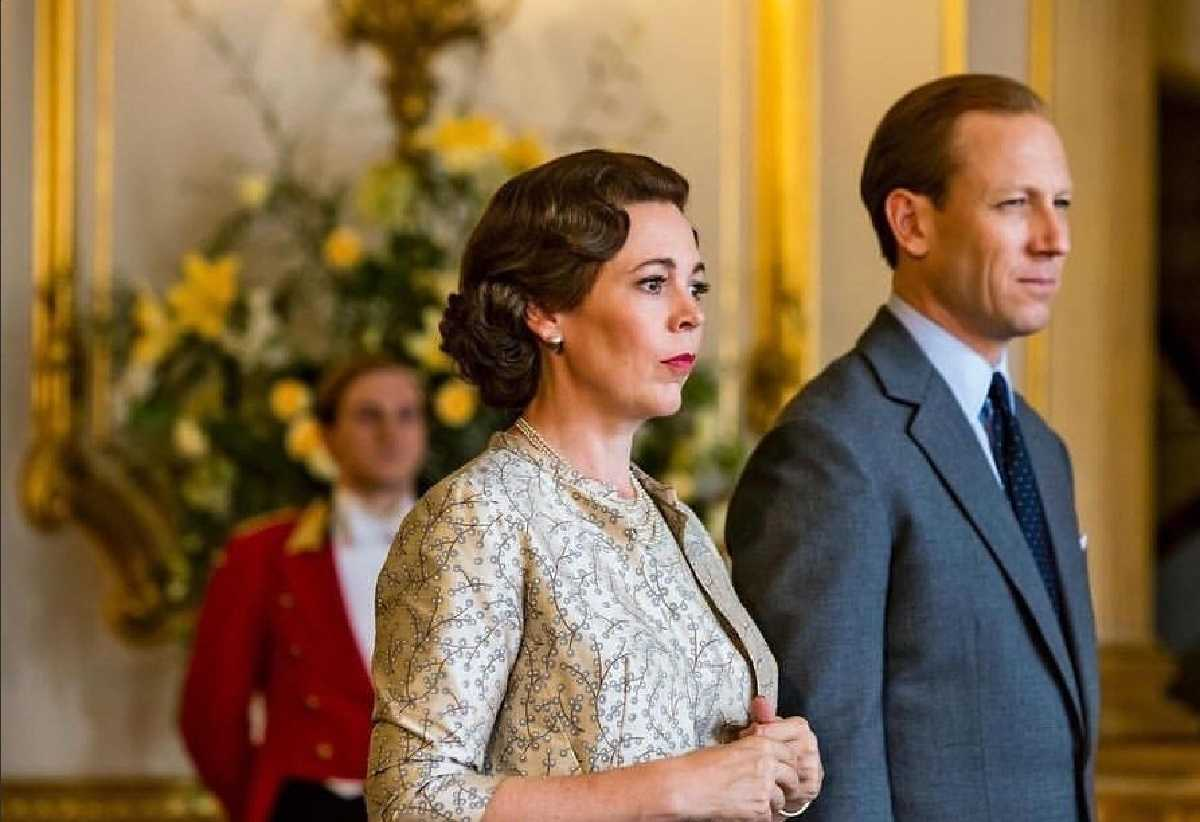 Oscar-winning actor Olivia Colman to be awarded CBE as part of Queen Elizabeths birthday honours list