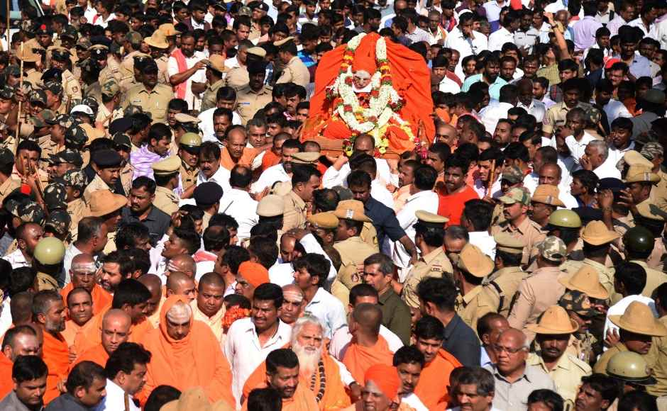 Shivakumara Swami's last rites performed with full state honours, thousands gather to pay tribute to Lingayat seer