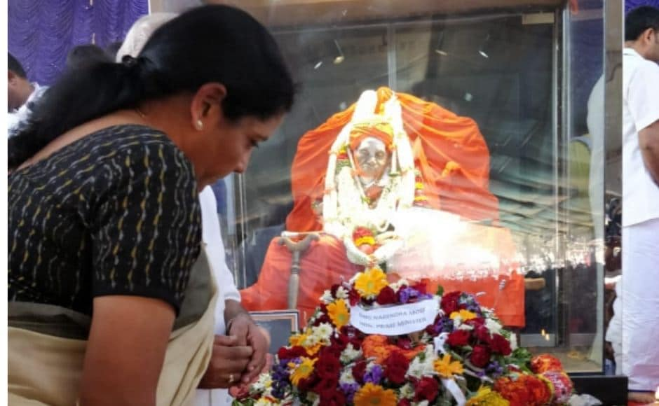 Former prime minister HD Deve Gowda, Defence Minister Nirmala Sitharaman, who attended the ceremony on behalf of Prime Minister Narendra Modi, also paid their last respects to the revere seer in Tumkur on Tuesday. Twitter/@DefenceMinIndia