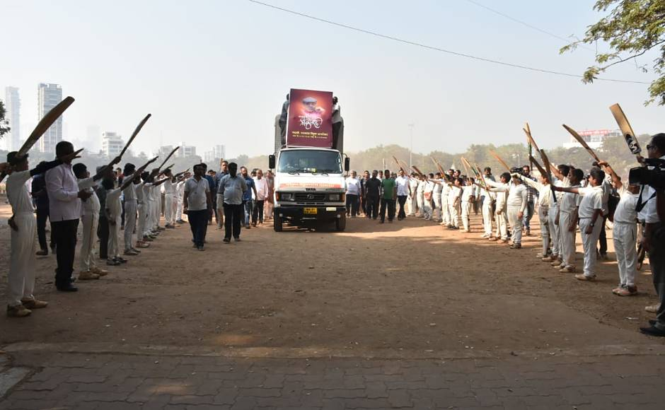 Budding cricketers from Mumbai gave a guard of honour to Ramakant Achrekarwhen the vehicle carrying his body reached the cremation ground. Network 18