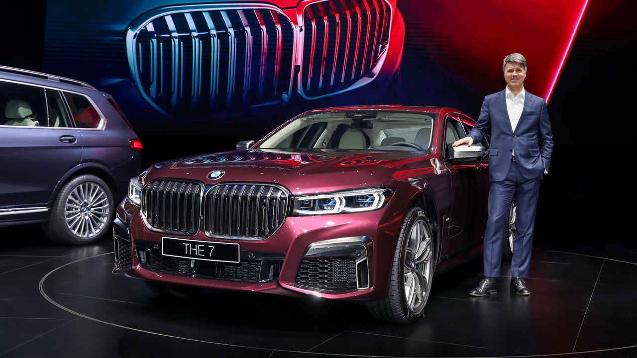 2019 BMW 7 Series unveiled featuring a refreshed grille design and a new V8 engine