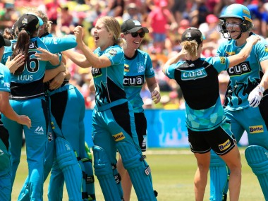 Brisbane Heat players celebrate after beating Sydney Sixers in the final. Twitter @WBBL