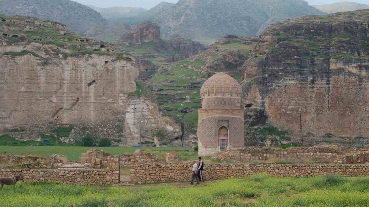 The Zeynel Bey Tomb in Hasankeyf, which has been encased in a concrete foundation, is among the monuments that has already once been relocated. Wikimedia Commons