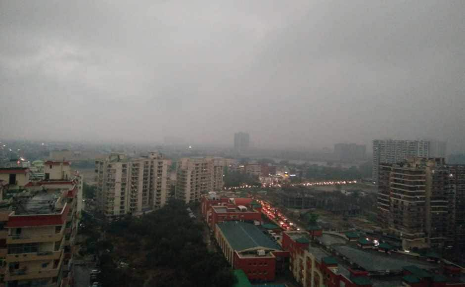 The Met office had predicted light rain for Tuesday but most of the city was unprepared for the darkening skies and pelting rain since morning. Twitter/ParamShobhit
