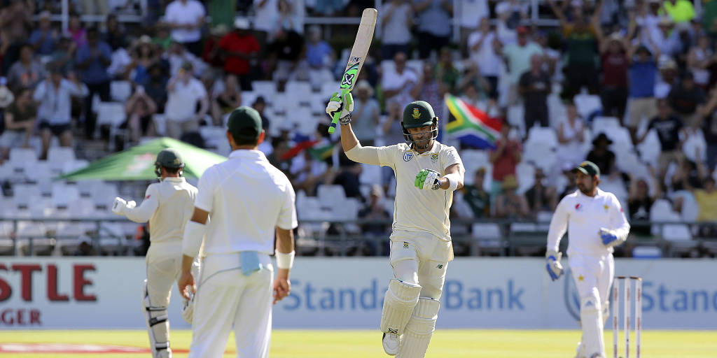Faf du Plessis played 102 runs knock against Pakistan in Cape Town Test (photo - getty)