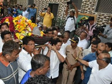 Legendary coach Ramakant Achrekar cremated with tearful Sachin Tendulkar in attendance