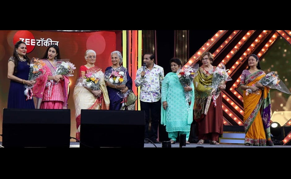 Sara Ali Khan shares stage with veteran actresss Waheeda Rehman, Helen and Asha Parekh. (Picture Credit: Sachin Gokhale)